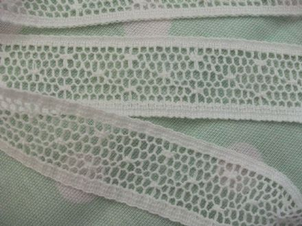 Cotton Cluny Leavers Lace Off White 2.5cms wide. Pattern 2069 Made in G.Britain